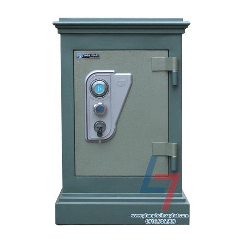 Két sắt an toàn KA 54 là dòng két đứng. Với mã khóa khách hàng sẽ sử dụng mã két mặc định được nhà máy cấp ngẫu nhiên cho mỗi sản phẩm két sắt